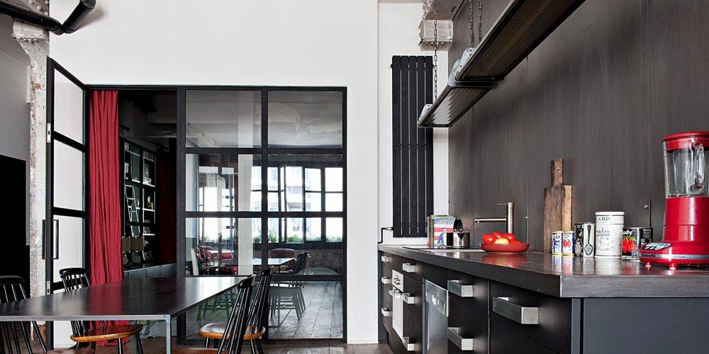 Parfaire sa décoration cuisine avec une table inox
