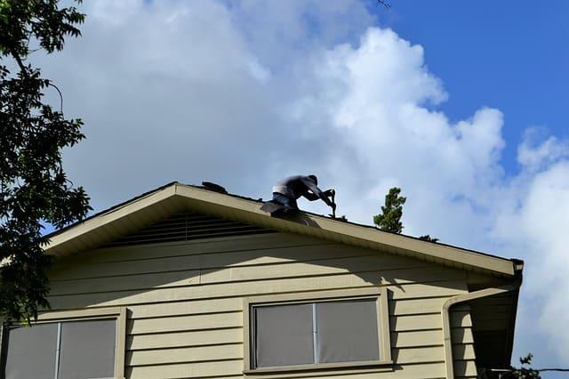 Réparation toiture : que faire en cas d'infiltration d'eau ?