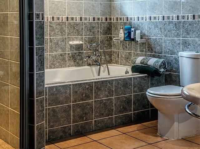 Comment mettre du carrelage sur le mur de la salle de bain ?