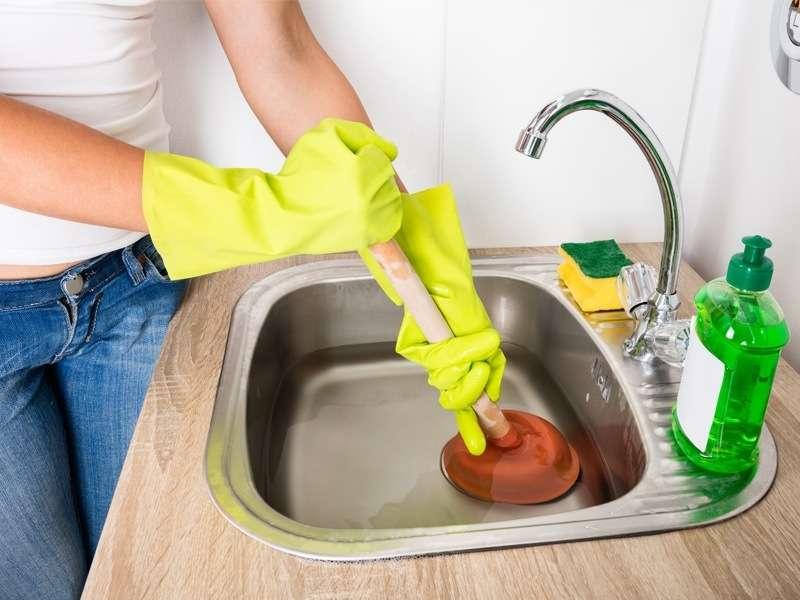 6 Astuces de grand-mère pour déboucher votre évier !