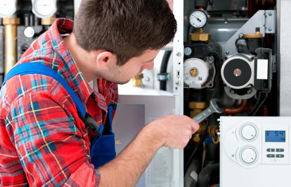 Chaudière qui fuit de l'eau ou du gaz – et comment y remédier